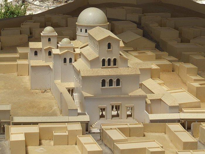 Модель Храма Гроба Господня на